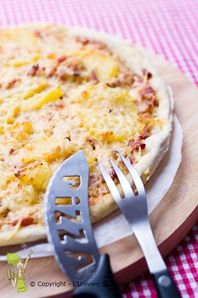 Pizza pommes de terre et crème fraiche