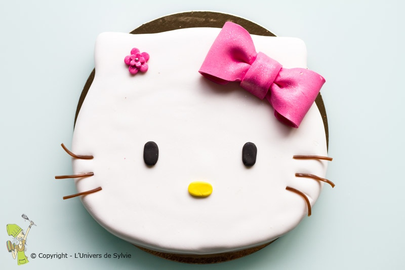 Hello Kitty en pâte à sucre