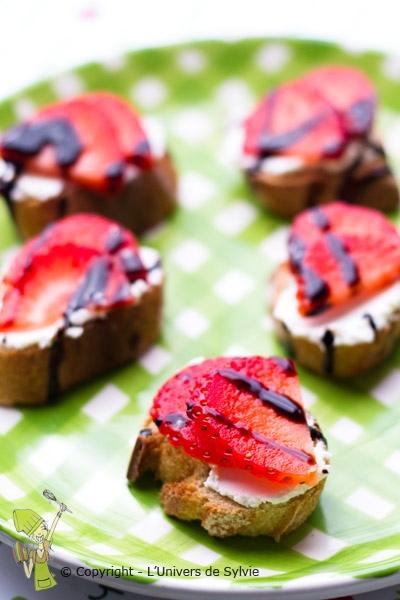 Canapés aux fraises balsamique