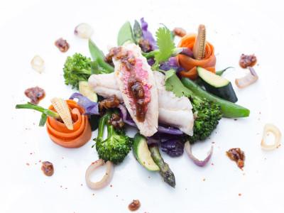Rouget et son wok de légumes croquants