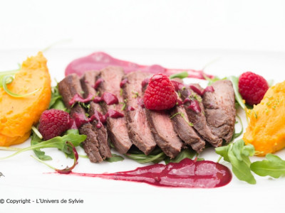 Steak d'autruche et sa sauce aux framboises